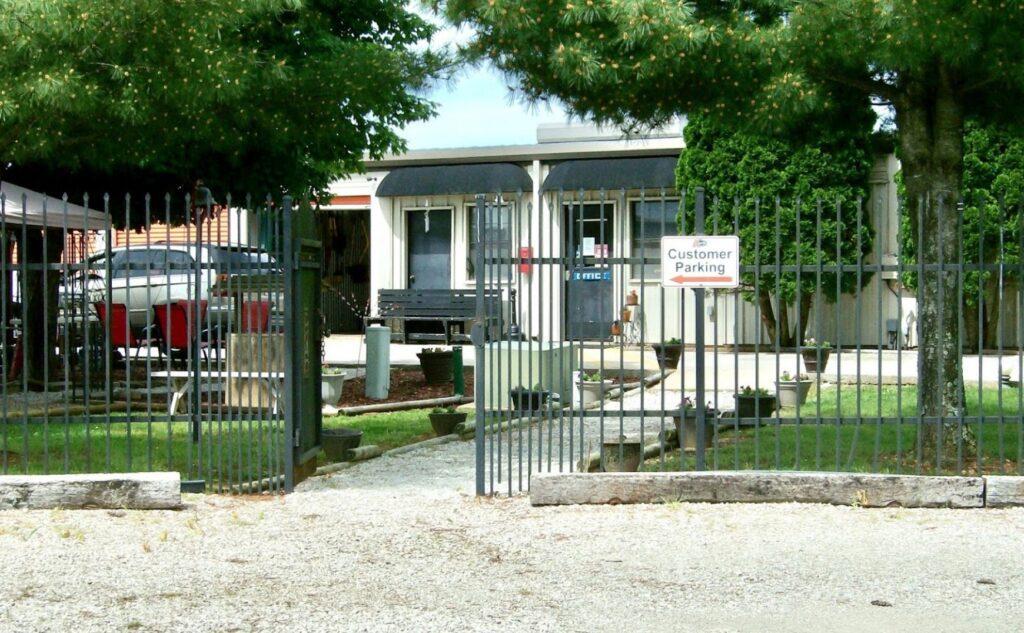 Missouri-Storage-Branson-West-Outside-Office